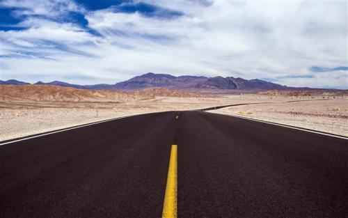 把人生当旅程的人,遇到的永远是风景;而把人生当战场的人,遇到的永远是争斗